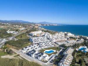 2-3 BEDROOM BEACH APARTMENTS & PENTHOUSES ESTEPONA FROM 215 000 €